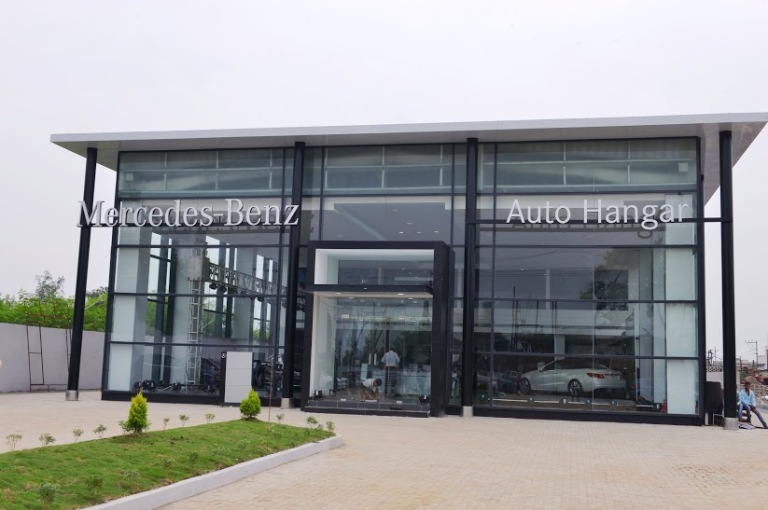 Mercedes benz india sets up new showroom with 7 bay for Mercedes benz cutler bay service