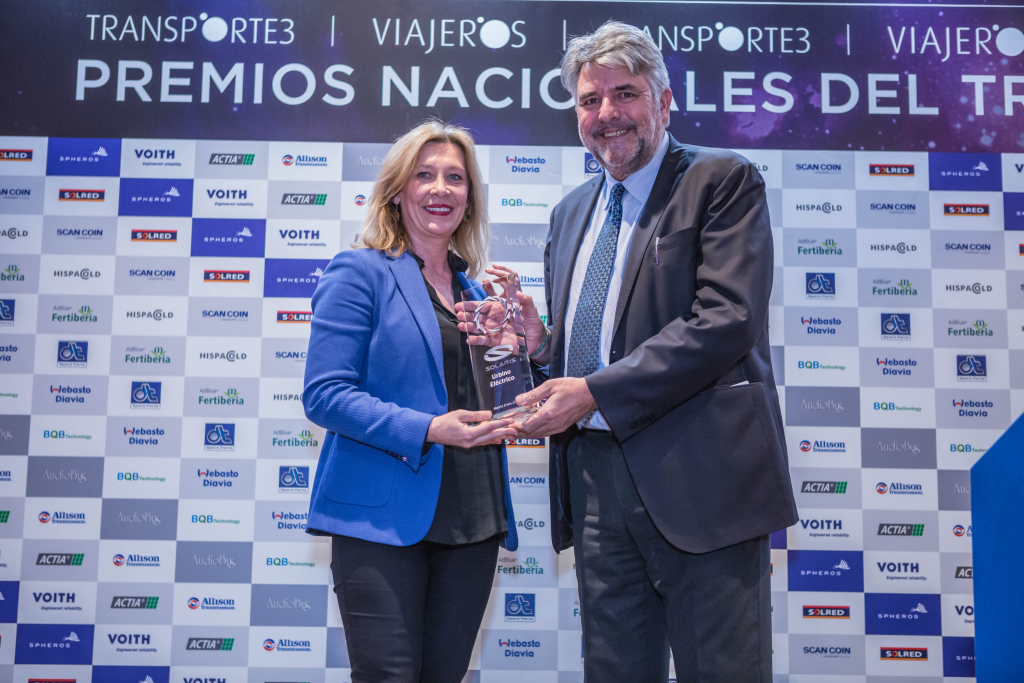 Ana Lopez, Managing Director of Solaris Iberica and Jesus Herrero, General Secretary of ATUC, the national association of city transport operators.
